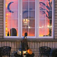 Random Scraps: November Easy Halloween Window Display ~ shared at Brag About It link party on (Mondays at Midnight)!Jenn's Random Scraps: November Easy Halloween Window Display ~ shared at Brag About It link party on (Mondays at Midnight)! Spooky Halloween, Theme Halloween, Halloween Home Decor, Halloween Snacks, Holidays Halloween, Halloween Crafts, Happy Halloween, Reddit Halloween, Spirit Halloween