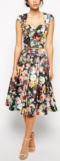 In 2017 it looks like the hottest Dressl trend is floral dresses - pretty printed gowns every colour are taking over the aisles and altars. Pretty Dresses, Beautiful Dresses, A Line Cocktail Dress, Mode Shoes, Printed Gowns, Mode Inspiration, Fit Flare Dress, Dress To Impress, Fashion Dresses