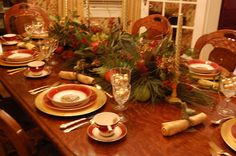 Love the centerpiece here. Christmas and Holiday Tablescapes Table Settings