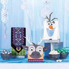 Vor allem, wenn die Gäste ihren eigenen Sven, Olaf oder eine Wundertüte mit nordischem Muster mit nach Hause nehmen können. In diesen leicht herzustellenden Tüten lassen sich auch Pausenbrote praktisch verstauen.