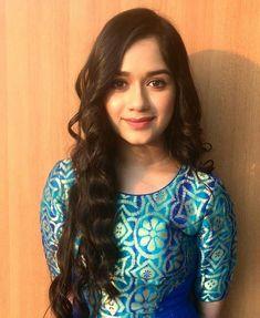 Stylish Girl Images, Stylish Girl Pic, Stylish Kids, Beautiful Bollywood Actress, Beautiful Indian Actress, Beautiful Actresses, Pakistani Party Wear Dresses, Indian Dresses, Teen Hotties