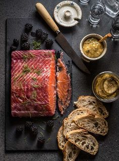 Gravalax , a traditional Christmas food recipe, perfect for Christmas Eve dinner with friends salmon marinado moras Christmas Food Photography, Rustic Food Photography, Seafood Recipes, Cooking Recipes, Gula, Food Platters, Food Blogs, Food Presentation, Food Styling