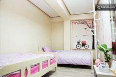 IN Guest House in Hongdae, Seoul - Pink Room