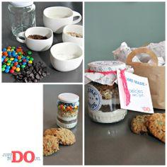 Koek in pot! Nou ja koek de droge ingrediënten zitten er in, de natte ingrediënten (1 ei en 50 gr boter) zelf toe voegen! Leuk kadootje!