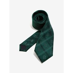 Harry Potter Slytherin Green Plaid Silk Tie ($51) ❤ liked on Polyvore featuring men's fashion, men's accessories, men's neckwear, ties, men, ties and accessories, mens green tie, mens ties, mens silk ties and mens plaid ties