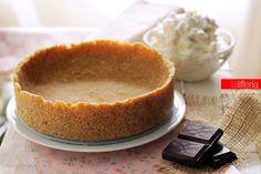 La crostata senza cottura è una base per torte universale, ideale per torte fredde con ripieni cremosi. Facile, veloce e perfetta per tante preparazioni.