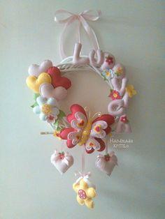 Articoli simili a Round Spring KriTiLo Handmade Bow Crown su Etsy Baby Deco, Bear Felt, Felt Animal Patterns, Baby Shower Crafts, Felt Banner, Felt Crafts Diy, Baby Sewing Projects, Baby Keepsake, Felt Decorations