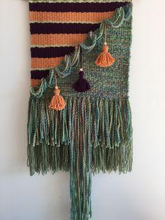 Wall decor. Weaving. Loom. Art. Gallery wall. Fibre Art. Tapestry. Green Weaving Wall Hanging, Weaving Art, Loom Weaving, Tapestry Weaving, Hand Weaving, Textile Sculpture, Textile Art, Modern Tapestries, Weaving Projects