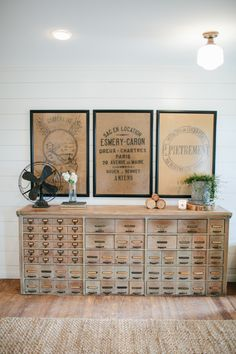 Our Favorite HGTV Fixer Upper Interior Design Moments! Our Favorite HGTV Fixer Upper Interior Design Moments! Always aspired to figure out how to knit, nonetheless not certain. Magnolia Fixer Upper, Magnolia Homes, Magnolia Farms, Magnolia Market, Fixer Upper Hgtv, Fixer Upper Decor, Rustic Home Interiors, Modern Farmhouse Decor, White Farmhouse