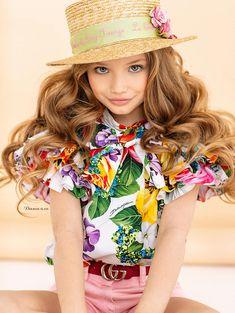DOLCE & GABBANA SS 2020 Dolce And Gabbana Kids, Child Models, Kids Fashion, Girl Outfits, Girls Dresses, Dress Girl, Hana, Portraits, Clothes