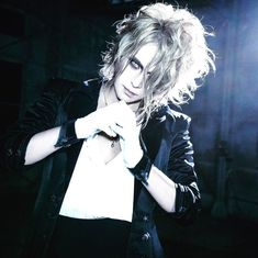 KAMIJO New Single 「Castrato」 is on sale! The DVD of Versailles at Nippon Budokan will be released next month, on June 28th! I wish you would love them both Il nuovo singolo di KAMIJO 「Castrato」 è i…