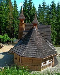 Tatry - Polana Rusinowa, Sanktuarium MB Jaworzyńskiej Królowej Tatr Tatra Mountains, Timber Buildings, Sacred Architecture, Church Building, Central Europe, Temples, Beautiful Places, Traveling, Around The Worlds