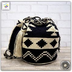 Tapestry Bag, Tapestry Crochet, Fancy Hands, African Crafts, Crochet Purses, Knitted Bags, Crochet Accessories, Mini Bag, Bucket Bag
