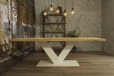Industriële tafel voorzien van tafelonderstel V tafelpoot wit