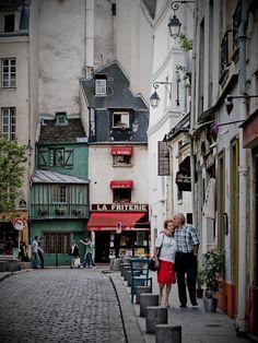 Rue Saint-Julien-le-Pauvre, latin quarter, Paris