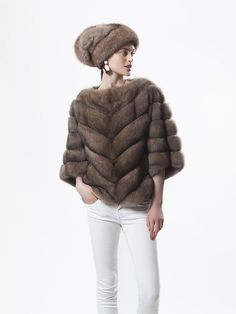 Giuliana Teso Sable Fur Poncho and Hat Fur Fashion, Fashion Fabric, Womens Fashion, Fashion Trends, Winter Outfits, Cool Outfits, Style Feminin, Mink Jacket, Fur Clothing