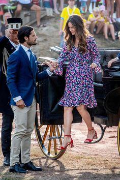 Fashion-Looks: Der Style von Prinzessin Sofia | GALA.de Queen Of Sweden, Princess Sofia Of Sweden, Princess Sophia, Princess Victoria Of Sweden, Royal Princess, Fashion Looks, Beauty And Fashion, Fashion Over 50, Royal Fashion