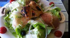 Il primo pranzo in Corsica promette bene: formaggio caprino avvolto dalla pasta del pane e cotto nel forno a legna.... #CorsicaVivilaAdesso