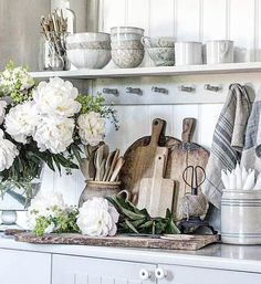 """Vibeke Sæther Svenningsen on Instagram: """"Har det ikke alltid like """"jålete"""" på kjøkkenbenken altså... Men gøy å dille og gjøre det litt fint innimellom... og med pioner blir alt…"""""""