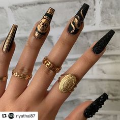 Discovered by -. Find images and videos about nails, nailart and Versace on We Heart It - the app to get lost in what you love. Edgy Nails, Grunge Nails, Aycrlic Nails, Stylish Nails, Swag Nails, Manicure, Edgy Nail Art, Nail Nail, Halloween Acrylic Nails