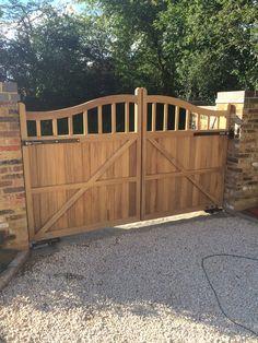 Wood Fence Gates, Wooden Garden Gate, Fence Gate Design, Front Gate Design, Front Yard Fence, Front Gates, Entrance Gates, Wooden Gate Designs, Backyard Gates