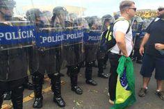 Apesar da dispersão, o cordão de isolamento da polícia militar continua no local. Foto: Marcelo Ferreira/CB/D.A Press