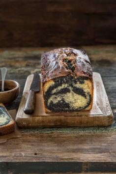 Cake marbré à la pâte de sésame noir et à la vanille   Stephatable Desserts Français, French Desserts, Cake & Co, Little Kitchen, Sweet Cakes, Butter Dish, Yummy Cakes, My Recipes, Coffee Shop