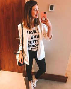Every girl is looking for cute outfits for school this fall. Teens, pre-teens, and tweens alike want to look their best for the new school year. From cute dresses to cool jeans outfits to adorable ski Blazer Outfits, Blazer Fashion, Fall Outfits, Fashion Outfits, Womens Fashion, Winter Outfits 2019, Fashion 2018, Look Fashion, Outfits For Teens