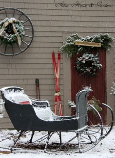 Love the wagon wheel and wreath.
