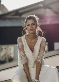La mariée aux pieds nus - Laure de Sagazan - Robes de mariée - Collection 2016 - Top Bussy / Jupe Allais - Photo : Laurent Nivalle