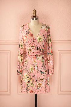 Himari ♥ Est-ce un kimono ? Une robe porte-feuille ? À vous d'en décidez, originale comme seule vous savez l'être !  Is it a kimono, or a wrap dress? You decide, as bold as you can be !