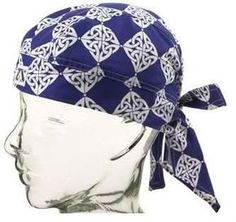 How to Make Du-Rags. Du-rags or bandannas are a popular form of head wear with youth. Du-rags are multi-purpose--they are fashionable and they keep sweat out of your eyes.Do Rag InstructionsHow to Sew a Skull Cap Steps)Adding personality to a favorit Sewing Basics, Sewing Hacks, Sewing Projects, Scrub Hat Patterns, Scrubs Pattern, Crown Royal Bags, Welding Caps, Do Rag, Scrub Hats