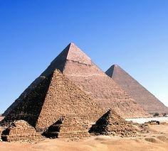 Why were Pyramids so popular in the Ancient world ? Why Egyptians build pyramids? Pyramids by Find extra Statue En Bronze, Pyramids Egypt, Giza Egypt, Great Pyramid Of Giza, Egypt Travel, Seven Wonders, Tourist Spots, Machu Picchu, Cool Places To Visit