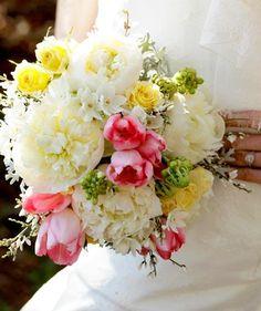 bouquet sposa di peonie, tulipani, ginestre! Guarda altre immagini di bouquet sposa: http://www.matrimonio.it/collezioni/bouquet/3__cat
