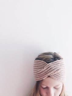 Følelsen av å lage noko nyttig ut av eit halvbrukt, trist garnnøste er heilt fantastisk! For eksempel på dette panne. Diy Crafts Knitting, Knit Crochet, Winter Outfits, Diy And Crafts, Beanie, Ravelry, Blog, Inspiration, Women