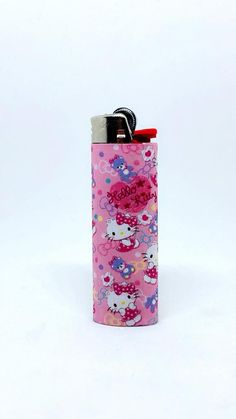 A lighter with Cute Hello Kitty inspired art.you can buy in bulk in my shop Hello Kitty Stuff, Hello Kitty Clothes, Custom Bic Lighters, Cool Lighters, Princess Kitty, Lighter Case, Up In Smoke, Light My Fire, Everything Pink