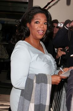 FOR USA SALES: Contact Randy Bauer (310) 910-1113 bauergriffinsales@gmail.com.FOR UK SALES: Contact Caroline 44 207 431 1598 MUST BYLINE: EROTEME.CO.UK.Oprah Winfrey delights fans as she leaves CBS Studios.