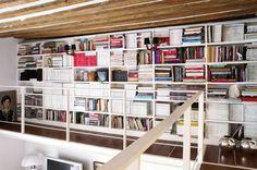 Biblioteca en entrepiso