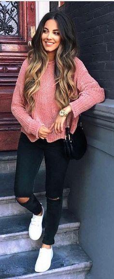 Fall outfit idea / blush sweater