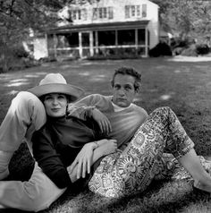 The American actors Paul NEWMAN & his wife Joanne WOODWARD at their home. Photographed by Bruce Davidson. Jean Simmons, Joan Collins, Steve Mcqueen, Most Beautiful Man, Beautiful Couple, Classy Couple, Perfect Couple, Vintage Hollywood, Classic Hollywood