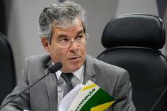 Proposta de Jorge Viana reduz número de deputados e senadores