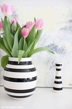 vases lack and white