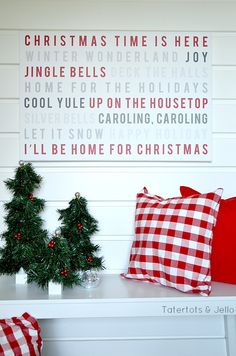 Christmas Caroling Wall Art using Shutterfly! Grab the free printable for your holiday decor!! -- Tatertots and Jello!!