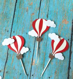 Hot Air balloon cupcake toppers- Hot air balloon birthday, Hot air balloon food pick, First Birthday, baby Shower from SweetLittlePieces on Etsy. Baby Shower Balloons, Birthday Balloons, Baby Shower Parties, Balloon Cupcakes, Hot Air Balloon Cake, Air Ballon, Balloon Party, Fondant Cupcakes, Idee Baby Shower