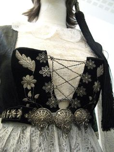 FolkCostume&Embroidery: Þjóðbúningurinn, National costumes of Iceland, part Upphlutur Medieval Costume, Folk Costume, Folklore, Countryside Fashion, Historical Clothing, Folk Clothing, Vintage Clothing, Vintage Fashion, Clothes Crafts