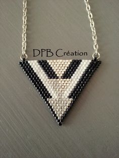 Collier pendent triangle