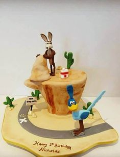 10 Most Beautiful looking Coyote Cake Design that you can make or get it made on the coming birthday. Peter Pan Cakes, Aladdin Cake, Cool Cake Designs, Cake Flour, Baking Tips, Beauty And The Beast, Baking Soda, March, Birthday