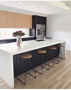 These minimalist kitchen ideas are equivalent parts serene and also elegant. Locate the very best concepts for your minimalist design kitchen that fits your taste. Surf for amazing images of minimalist style kitchen for motivation. #Kitchenremodel #Kitchencabinet #Modern #Interior #Smallkitchen #kitchenminimalistmoderndesigns