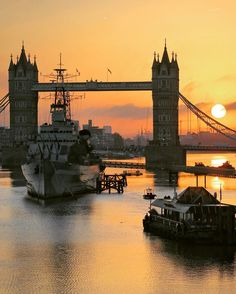 Tower Bridge is a combined bascule and suspension bridge in London built in 1886|94. The bridge crosses the River Thames close to the Tower of London and has become an iconic symbol of London.