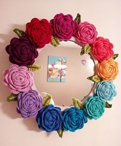 Roses Made of Crochet is very simple to make and has a very romantic effect leaving the perfect look for any environment.